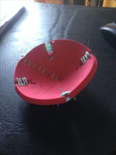 Propuesta de mecedora para niños de 1 a 3 años en contexto de diseño de objetos ludicos para niños del Hogar Vallecito. Sale de 1 placa de goma eva + costuras con cuerda Vista superior.