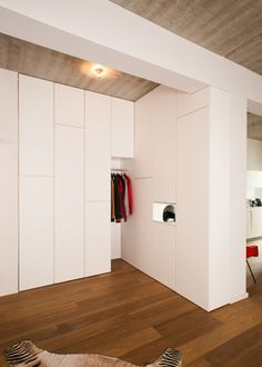 modernes einfamilienhaus mit warmer fassade und minimalistischem interieur pinterest. Black Bedroom Furniture Sets. Home Design Ideas