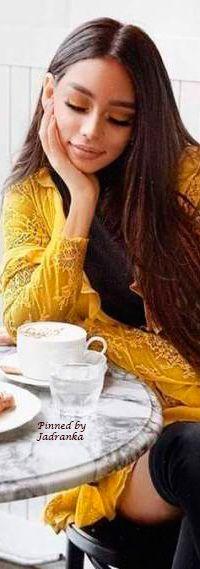giam can mtc Coffee Club, Coffee Time, Coconut Oil Diet, Tea Restaurant, Corner Cafe, Classy People, Beautiful Table Settings, Coffee Drinkers, Yellow Fashion