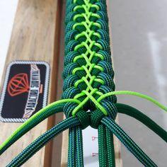 Big Skull - Paracord bracelet with Exclusive bronze buckle - Her Crochet Paracord Tutorial, Paracord Bracelet Instructions, Paracord Bracelet Designs, Paracord Belt, Macrame Bracelet Patterns, Paracord Bracelets, Bracelet Tutorial, Paracord Weaves, Paracord Braids