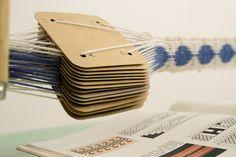 tablet weaving - looks easy enough, right?tissage de ceintures notamment