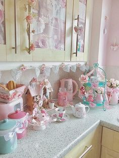 Shabby kitchen, pink appliances AND pastels!! #KitchenGoals