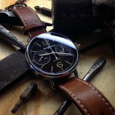Not many watches can match the simple but unique look of the Bell Ross Vintage WW1Chronographe Monopoussoir. This masculine, self winding timepiece features a 45mm polished stainless steel case which dovetails magnificently with its brown dial and brown c