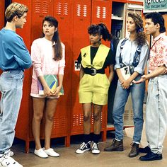 Tiffani Thiessen: 10 Things About the Saved by the Bell Days! Early 90s Fashion, Retro Fashion, Decades Fashion, Fashion Models, Fashion Outfits, Fashion Trends, Celebrities Fashion, Fashion Designers, Fashion Fashion