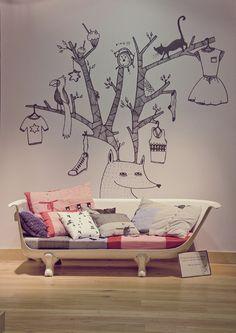 Me encanta, tanto la ilustración de Carla Fuentes y sobretodo el sofábañera