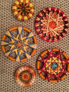 Dorset Button Mandelas String Crafts, String Art, Yarn Crafts, Weaving Projects, Weaving Art, Button Art, Button Crafts, Dorset Buttons, Crazy Patchwork