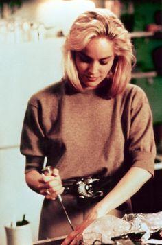 Instinto Selvagem, 1992 / Basic Instinct — Sexy & Erotic film, Sharon Stone in Basic Instinct directed by Paul Verhoeven, 1992 Sharon Stone Young, Sharon Stone Photos, Basic Instinkt, Bon Film, Beige Outfit, Cool Blonde, Film Inspiration, Hollywood, Beauty Shots