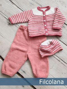 Bertram babysæt - gratis PDF strikkeopskrift bluse og bukser Baby Cardigan Knitting Pattern Free, Kids Knitting Patterns, Baby Boy Knitting, Knitting For Kids, Baby Patterns, Knitted Baby Clothes, Knitted Romper, Baby Layette, Baby Pants