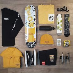 Skate board dress here is how to use the tendancy. Skateboard Outfits, Skateboard Girl, Skater Outfits, Tomboy Outfits, Skate Street, Skate Girl, Vans Outfit, Skateboard Design, Cool Skateboards