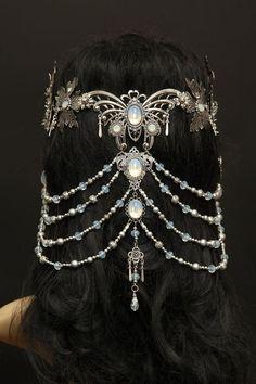 elvish *butterfly* headpiece jewelry tiara Headpieces und Accessoires by Zerrenety Bridal Accessories, Jewelry Accessories, Jewelry Design, Jewelry Trends, Designer Jewellery, Jewelry Ideas, Head Jewelry, Body Jewelry, Silver Jewelry