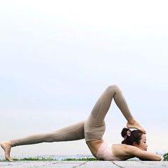 dc107c95d1b08 Alo Yoga Moto Legging  yoga  inspiration Namaste Yoga