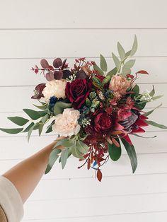 Burgundy Wedding Flowers, Navy Red Wedding, Bright Wedding Flowers, Red Flower Bouquet, Protea Bouquet, Protea Wedding, Fall Wedding Bouquets, Vintage Bridal Bouquet, Peony Colors