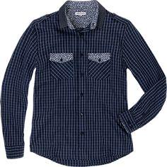 Esto es una camisa para el ocio. Es de manga larga. La camisa también tiene un patrón de rayas azul. Creo que se ve bien. Esto es de la almacén Suburbia en México.