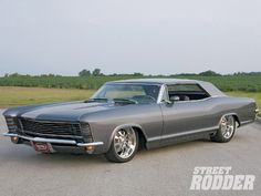Oh, my, this is a good lookin' car. My dad had one in yellow. 65 buick Riviera
