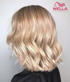 A striking Champagne Blonde color correction by Wella Ambassador Audreym Paris. Hands up who else is obsessed with these glossy waves and chic crop? Professional Hair Color, Professional Hairstyles, Hair Color And Cut, Cool Hair Color, Medium Hair Styles, Curly Hair Styles, Jace Lightwood, Blonde Hair Looks, Hair Dye Colors