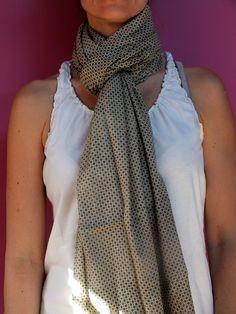 Fular 100% algodón de 100x180 centímetros. Libre de azo y de colorantes reactivos. http://kyrenia.es/collections/fulares/products/fular-oliva-motas