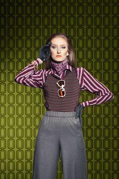 Os looks de inverno vêm cheios de misturas e referências vintag, com influência dos anos 1950, 60 e 70. Listras, estampas e cores fortes estão em evidência, e a inspiração urbana garante uma moda ousada, original e contemporânea
