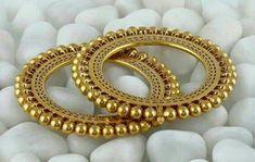 Beautiful Peacock design Gold Kangan or Bangles - PageBD. Gold Bangles Design, Gold Jewellery Design, Hand Jewelry, India Jewelry, Temple Jewellery, Bridal Bangles, Wedding Jewelry, Rajputi Jewellery, Schmuck Design