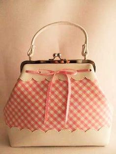 adorable pink gingham clasp purse