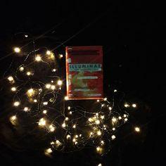 Illuminae, Jay Kristoff @knizny.zavislak Christmas Tree, Fantasy, Holiday Decor, Books, Home Decor, Teal Christmas Tree, Livros, Xmas Trees, Xmas Tree