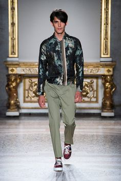 Catwalk photos and all the looks from Christian Pellizzari  Spring/Summer 2016 Menswear Milan Fashion Week