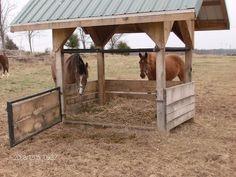DIY Wonderful Pallet Feeder Designs easy pallet recycling ideas - Art Of Equitation Barn Stalls, Horse Stalls, Horse Barns, Hay Feeder For Horses, Horse Feeder, Horse Shed, Horse Barn Plans, Round Bale Feeder, Horse Paddock