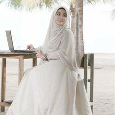 beautiful syar'i khimar ... #hijab #khimar #syari https://www.facebook.com/winda.e.herdiana/photos