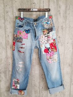 Painted Jeans, Painted Clothes, Hand Painted, Altering Clothes, Jeans Button, Vintage Jeans, Look Cool, Denim Fashion, Boho
