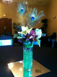 Beautiful Flower & Peacock Feather Center Piece >Stylish Eve