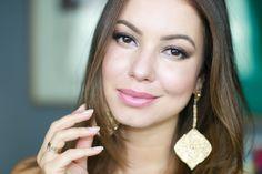 Quer uma inspiração de Maquiagem para Casamento de Dia?! Nesse tutorial tem um passo a passo completo, desde a preparação da pele, esfumado iluminado, aplicação de cílios postiços e tudo o que temos direito!