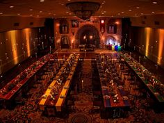 Give your reception touch of Harry Potter magic with floating candles reminiscent of Hogwarts' Great Hall.Related: This Harry Potter-Inspired Wedding Will Make You Believe in Magic Magie Harry Potter, Décoration Harry Potter, Estilo Harry Potter, Harry Potter Wedding, Harry Potter Birthday, Slytherin, Harry Potter Fiesta, Orlando, Hogwarts Great Hall