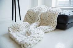 Como fazer cobertor usando apenas os braços - Tricô de braço 8d4fc3663eb