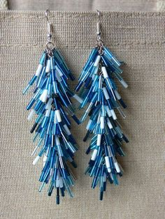 Bugle bead earrings could work for holiday ornaments too Seed Bead Jewelry, Bead Jewellery, Seed Bead Earrings, Beaded Earrings, Beaded Jewelry, Handmade Jewelry, Jewelery, Cluster Earrings, Seed Beads
