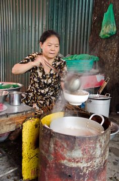 Bun rieu cha, crisply grilled pork belly and leaf-wrapped pork patties also blackened, in a broth with thin rice noodles on the side, herbs, sprouts and chilli. Street Food Market, Best Street Food, North Vietnam, Hanoi Vietnam, Rice Noodle Soups, Rice Noodles, Good Morning Vietnam, Crab Soup, Indochine