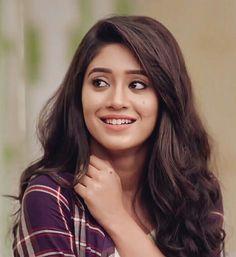 Indian Tv Actress, Beautiful Indian Actress, Beautiful Actresses, Indian Actresses, Stylish Girls Photos, Stylish Girl Pic, Cute Girl Face, Cute Girl Photo, Bollywood Girls