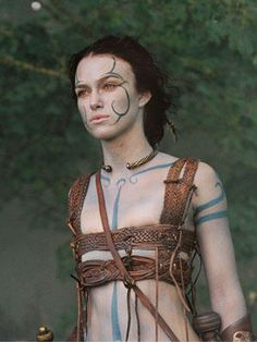 Keira Knightley as Ginevra from the 2004 movie King Arthur. Celts often covered their naked bodies with blue paint. Female warriors strapped their breasts down actually joined their men in battle- a fact that left Roman soldiers flabbergasted! Keira Knightley, Keira Christina Knightley, King Arthur Movie, Estilo Dakota Johnson, Roi Arthur, Celtic Warriors, Female Warriors, Warrior Princess, British Actresses