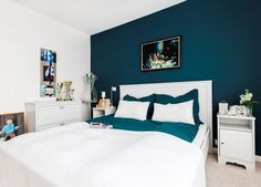 paint color for petrol blue bedroom, snow white wood low bed, matching chest of drawers and co. Blue Rooms, Blue Bedroom, Trendy Bedroom, Blue Walls, Bedroom Colors, White Walls, Blue Bedding, Master Bedroom Design, Home Decor Bedroom