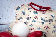 """"""" Maman les petits bateaux qui vont sur l'eau...""""  Le tee-shirt marin, un incontournable de la garde robe ! Disponible sur www.mimanonna.fr"""