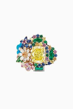 We remain at Versailles: a new collection of jewelry Dior Dior Jewelry, Jewelry Bracelets, Jewelry Accessories, Jewelry Design, Fashion Jewelry, Jewellery, Necklaces, Natural Stone Jewelry, Lady Dior