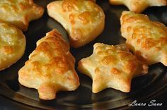 Fursecuri cu cascaval | Retete culinare cu Laura Sava Finger Food Appetizers, Finger Foods, Appetizer Recipes, Dessert Recipes, Baby Food Recipes, Healthy Recipes, Romanian Food, Cookbook Recipes, Cooking Tips