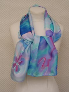 Echarpe, étole, foulard en soie bleu pastel