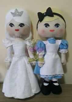 Alice e rainha branca em feltro #alicenopaisdasmaravilhas #alicefeltro #rainhabrancafeltro #tuliparteira