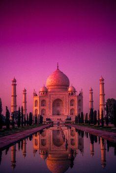 Sunset on The Taj Mahal in Agra_India Bangkok Travel, Nightlife Travel, India Travel, Mecca Wallpaper, Islamic Wallpaper, Taj Mahal, Mekka Islam, Beautiful Sunset, Beautiful Places