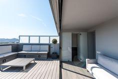 Cubierta terraza abierta hacía la zona Chill out | Proyecto de reforma Esplugues | Standal #reforma #integral #terrazas #cubiertas #sofás