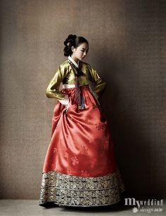 Such a beautiful 한복 Hanbok. Korean Traditional Dress, Traditional Fashion, Traditional Dresses, Korea Dress, Modern Hanbok, Korean Outfits, Asian Fashion, Ideias Fashion, Fashion Outfits