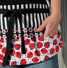 Teacher Apron, Red & Black Flower and Ladybug Utility Half Apron with Eight Pockets for Elementary, Preschool or Daycare Teachers - yeah just what I need! Sewing Aprons, Sewing Clothes, Red Classroom, Waitress Apron, Teacher Apron, Preschool Teacher Gifts, Cute Aprons, Apron Designs, Half Apron
