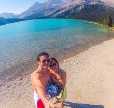 """Encerrando o domingo com duas saudades: Jasper e Banff.  Sempre que me perguntam """"Quel qual sua viagem preferida?"""" eu dou mil voltas pra responder e acabo não respondendo nada. Mas não nego que se tem uma viagenzinha especial que imediatamente vem à cabeça nessas horas é essa do verão nas montanhas rochosas canadenses.  Ainda dá tempo de planejar uma viagem pra lá (junho a início de setembro é ótimo) e o dólar canadense está bem mais atraente que o dólar americano :-) by vamospraonde"""