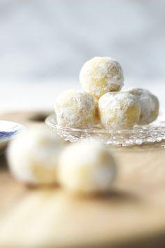 PRALINEN: WHITE CHOCOLATE - LEMON - TRUFFLES ...oder Weiße Schoko-Kugeln mit Zitrone...