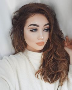 YASS!! @ohmygeeee is smoking in loose waves and hot makeup