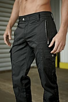 I love a nice pair of well structured cargo pants Cargo Pants Men, Mens Cargo, Apocalypse Fashion, Cool Outfits, Casual Outfits, Mens Gear, Sharp Dressed Man, Outfit Combinations, Outdoor Outfit